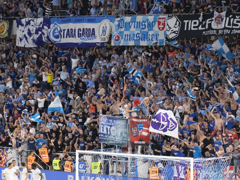 Fanúšikovia ŠK Slovan Bratislava počas zápasu s PAOK Solún