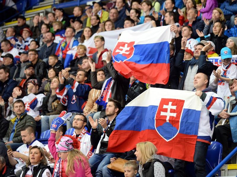 Na snímke fanúšikovia Slovenska počas súboja s Kanadou