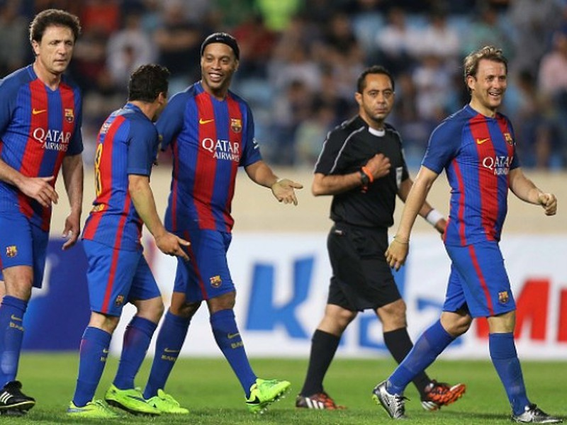 Starý dobrý Ronaldinho bol jednou z ústredných postáv v El Clásicu barcelonských legiend