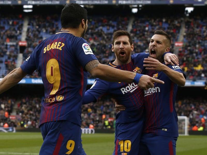 Hráči Barcelony oslavujú gól