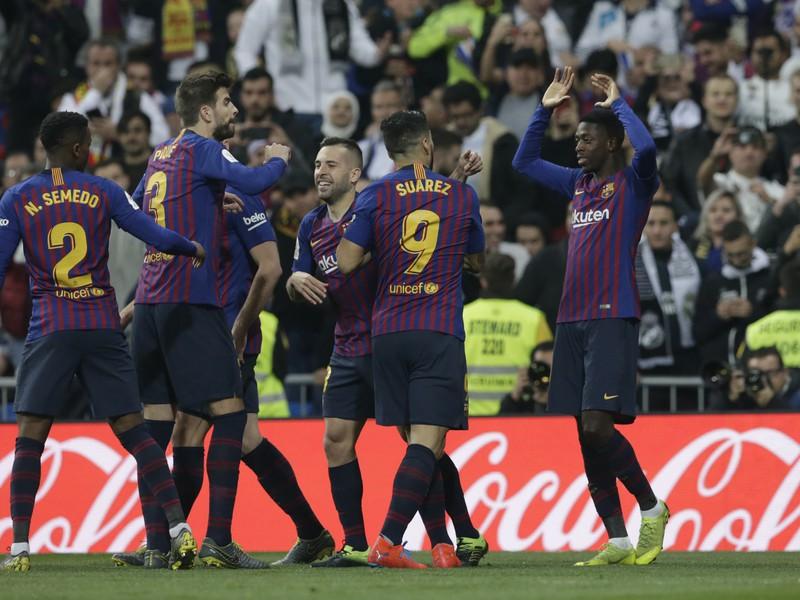 Luis Suárez a jeho gólové oslavy so spoluhráčmi