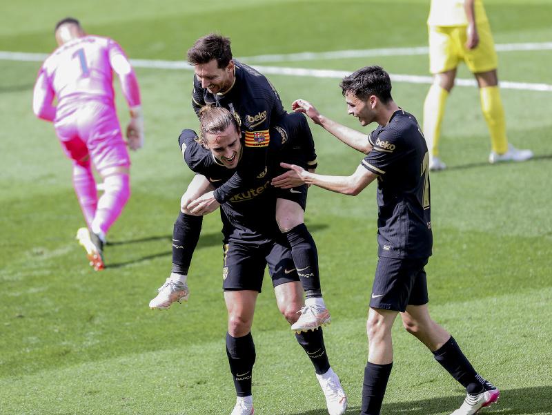 Antoine Griezmann oslavuje gól so svojimi spoluhráčmi
