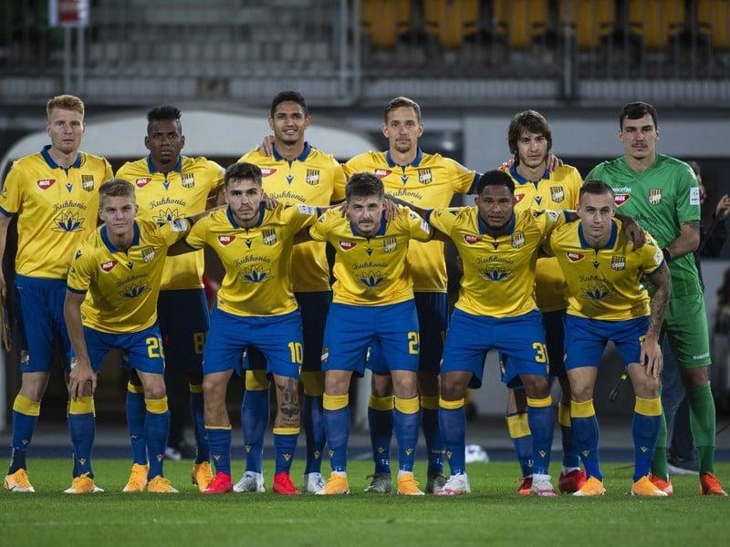 Na snímke futbalisti FC DAC 1904 Dunajská Streda pózujú pre spoločnú fotografiu pred zápasom 3. predkola Európskej ligy UEFA