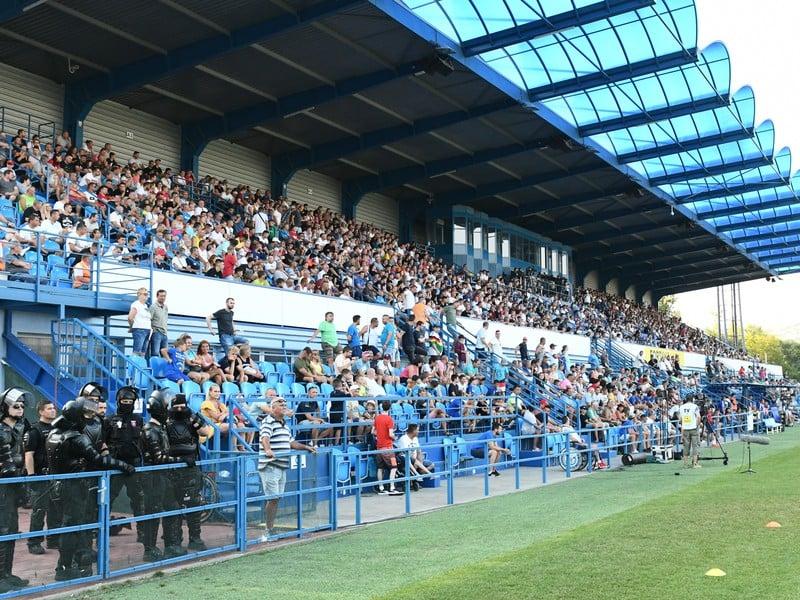 Na snímke fanúšikovia na štadióne pod Zoborom