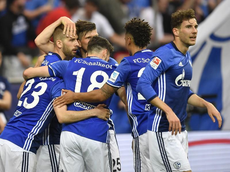 Hráči Schalke oslavujú gól