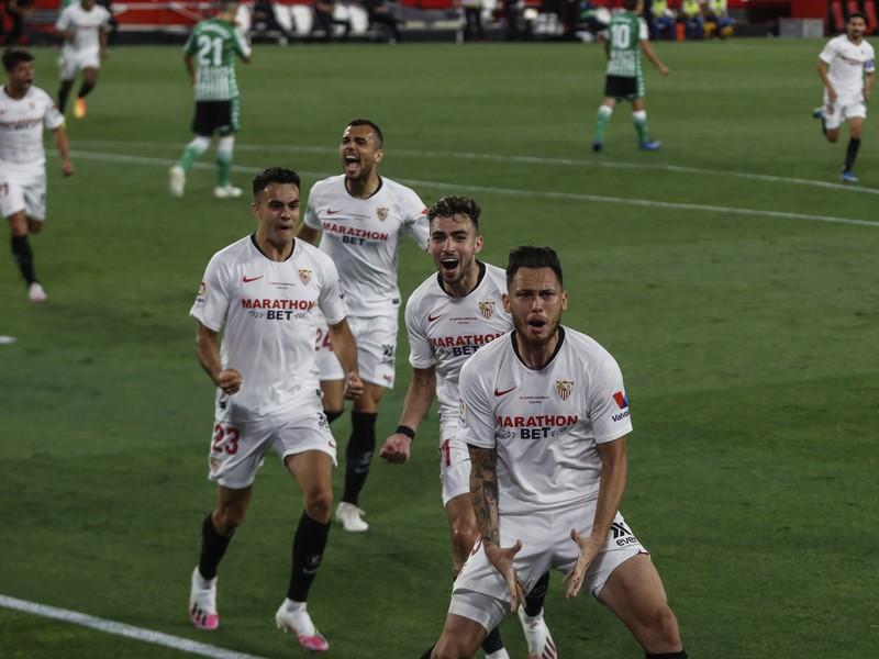 Radosť hráčov FC Sevilla po góle