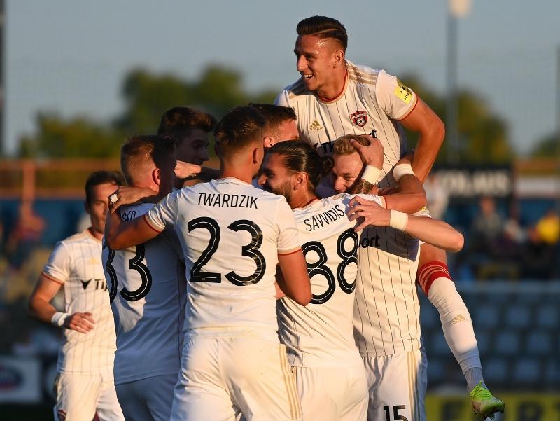 Na snímke radosť hráčov Trnavy po strelení gólu