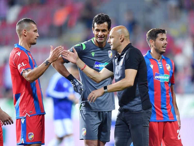 Adrian Guľa so svojimi zverencami