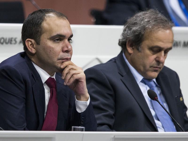 Ali bin Al-Hussein (vľavo) a Michel Platini