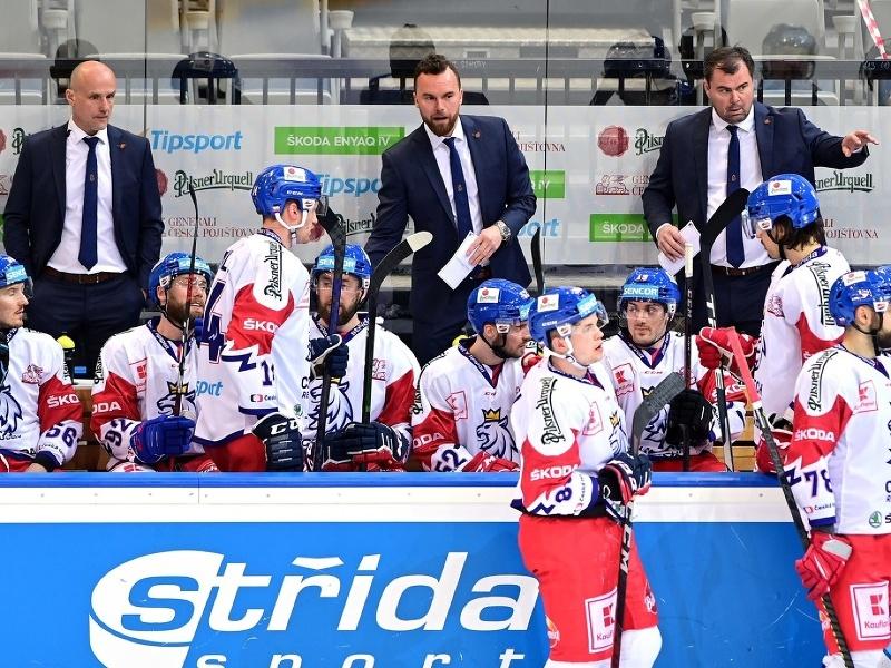 Filip Pešán (v strede) na striedačke Česka