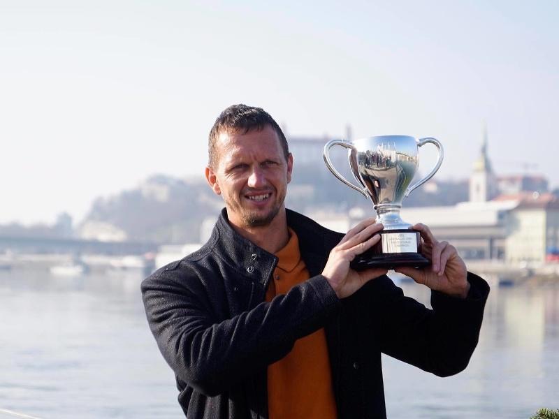 Filip Polášek s trofejou z Australian Open