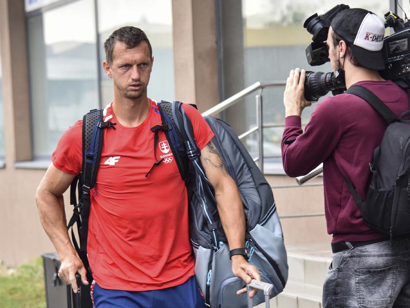 Na snímke slovenský tenista Filip Polášek pred odchodom ďalšej časti slovenskej výpravy na letné olympijské hry v Tokiu