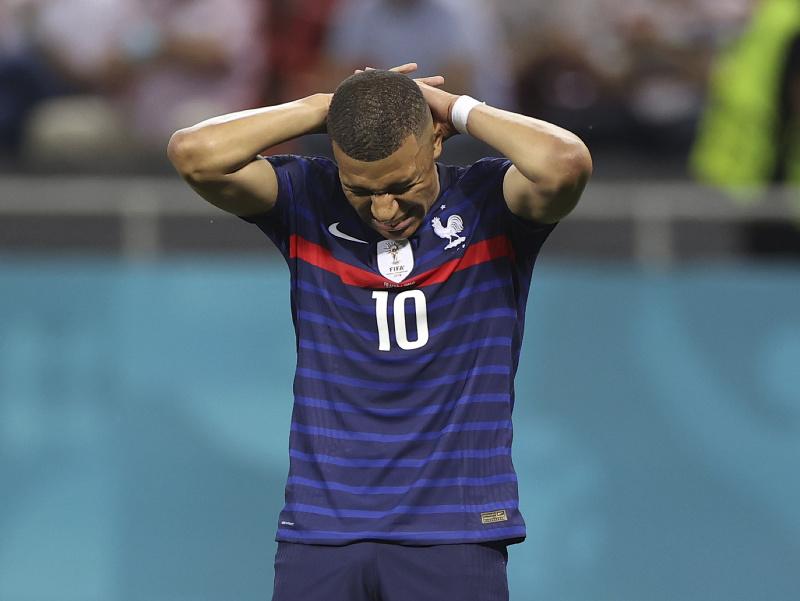 Kylian Mbappé reaguje v zápase so Švajčiarskom
