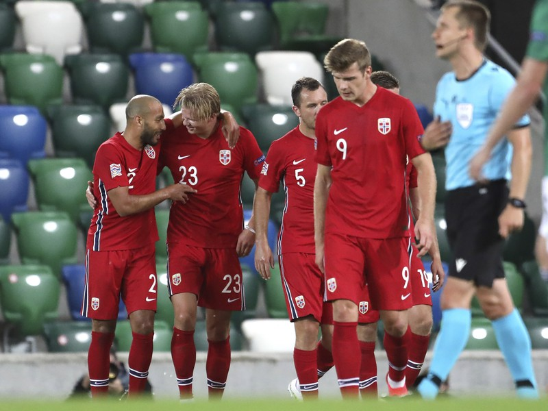 Erling Braut Haaland s ďalšími futbalistami Nórska