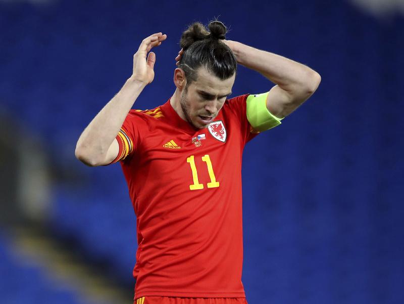 Gareth Bale v zápase s Českom