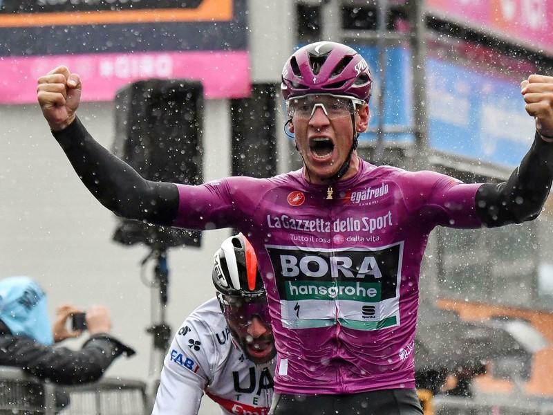 Nemecký cyklista Pascal Ackermann sa raduje z víťazstva v 5. etape 102. ročníka cyklistických pretekov Giro d'Italia