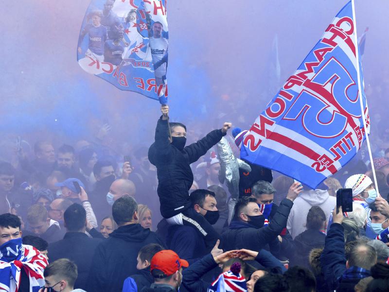 Glasgow Rangers vybojovali po desiatich rokoch opäť škótsky titul