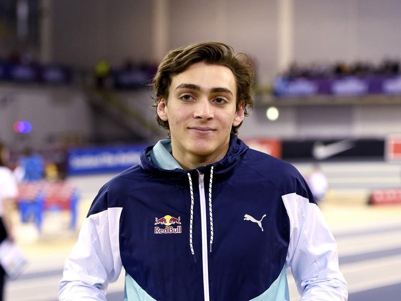 Armand Duplantis vylepšil svoj vlastný svetový rekord v skoku o žrdi