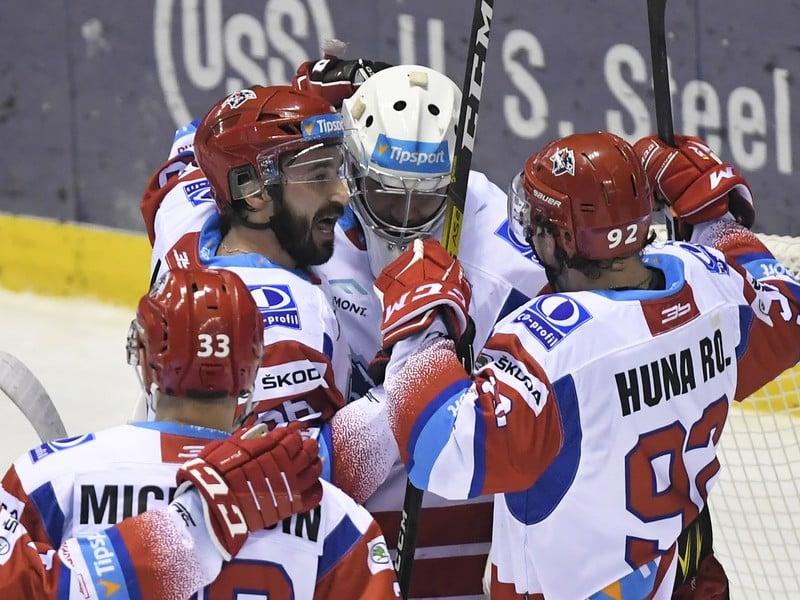 Radosť hokejistov MHK 32 Liptovský Mikuláš