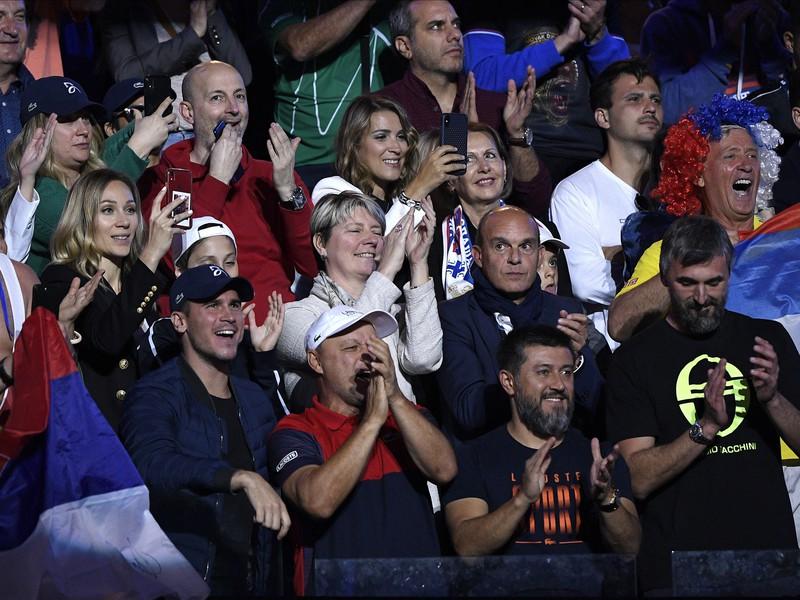Na snímke lóža srbského tenistu Novaka Djokoviča - v popredí sprava hlavný tréner Marián Vajda a Goran Ivaniševič