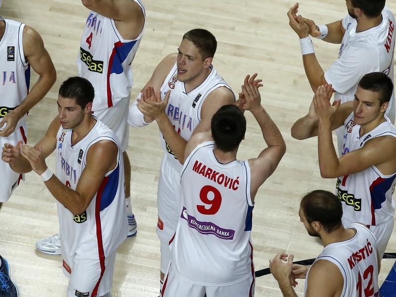 Srbskí basketbalisti oslavujú osemfinálový triumf nad Gréckom