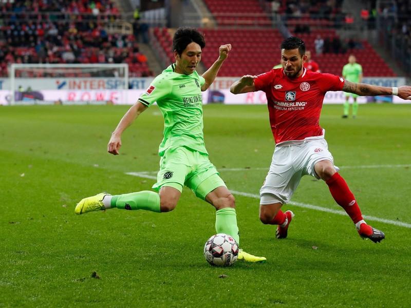 Momentka zo súboja v zápase Hannovera s Mainzom