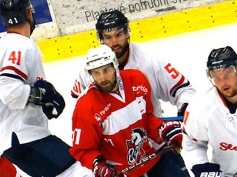 Momentka zo zápasu HC Dynamo Pardubice - HC Slovan Bratislava