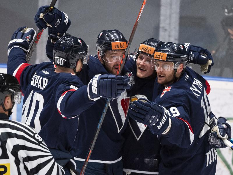 Na snímke radosť hráčov Slovana