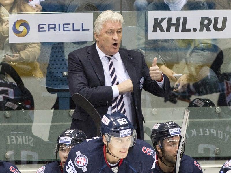 Tréner Slovana Miloš Říha.