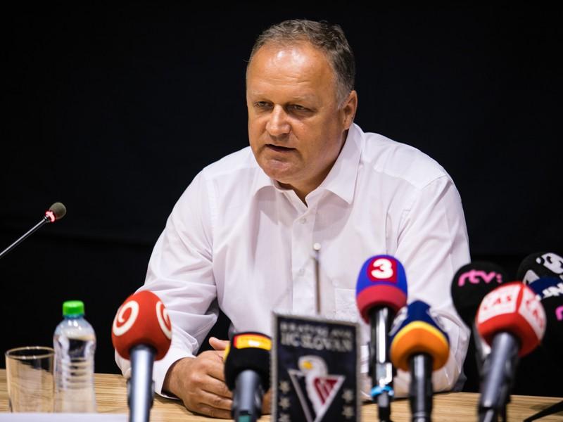 Juraj Bakoš z tímu HC Slovan Bratislava