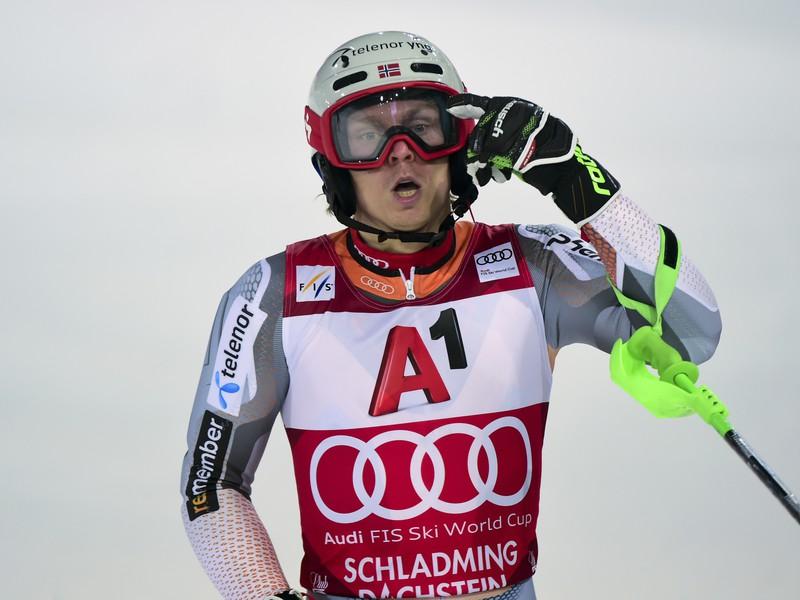 Henrik Kristoffersen v cieli pretekov v Schladmingu