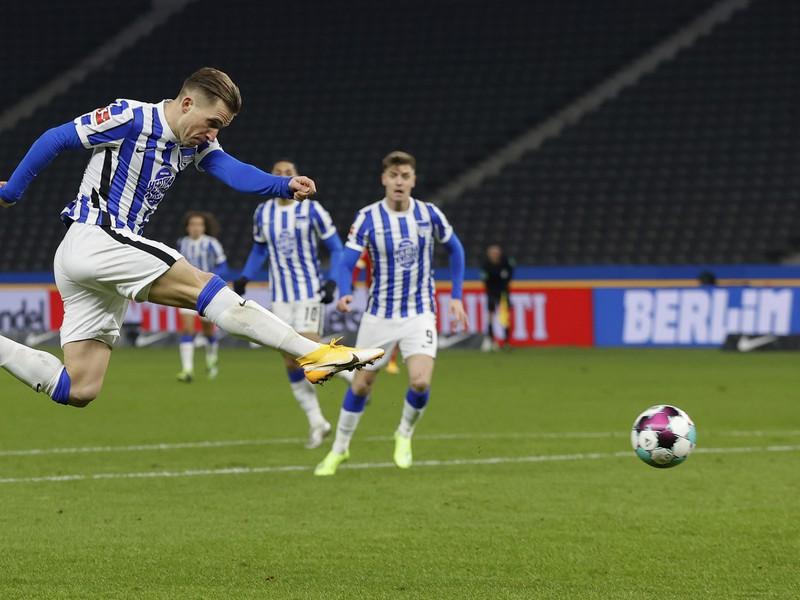 Peter Pekarík strieľa gól v derby s Unionom Berlín