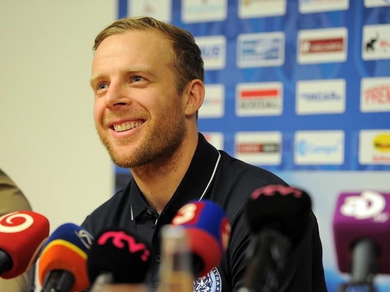 Nový hráč Kris Versteeg počas tlačovej konferencie hokejového klubu Nitra pri príležitosti oficiálneho predstavenia