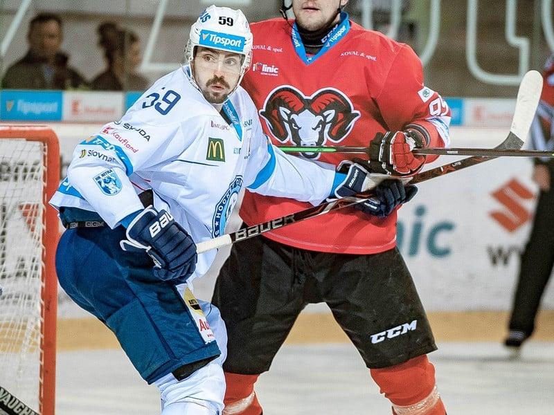 Na snímke zľava Karol Korím (Nitra) a Andrej Šťastný (Banská Bystrica)