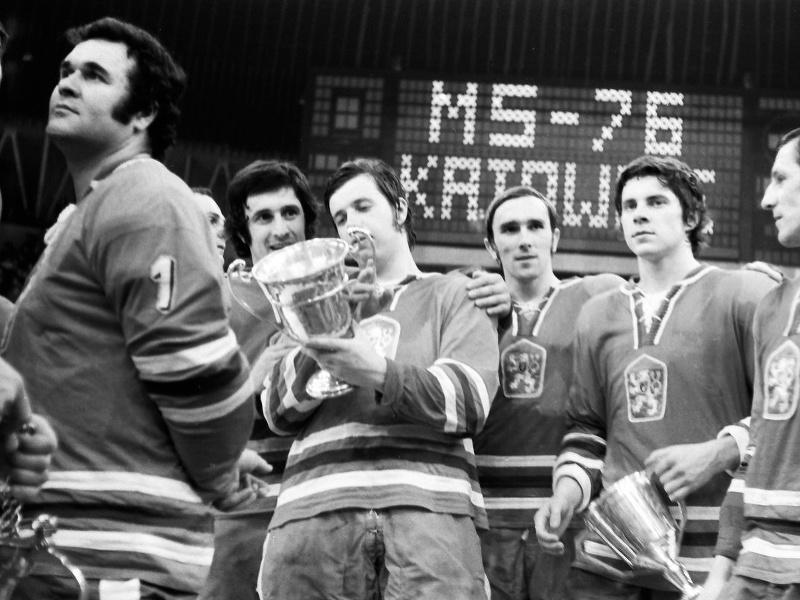 Hokejisti ČSSR s pohárom pre majstrov sveta