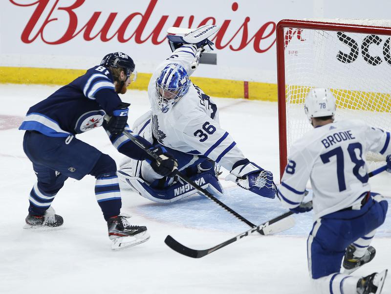 Dvoma gólmi sa blysol útočník Winnipegu Kyle Connor