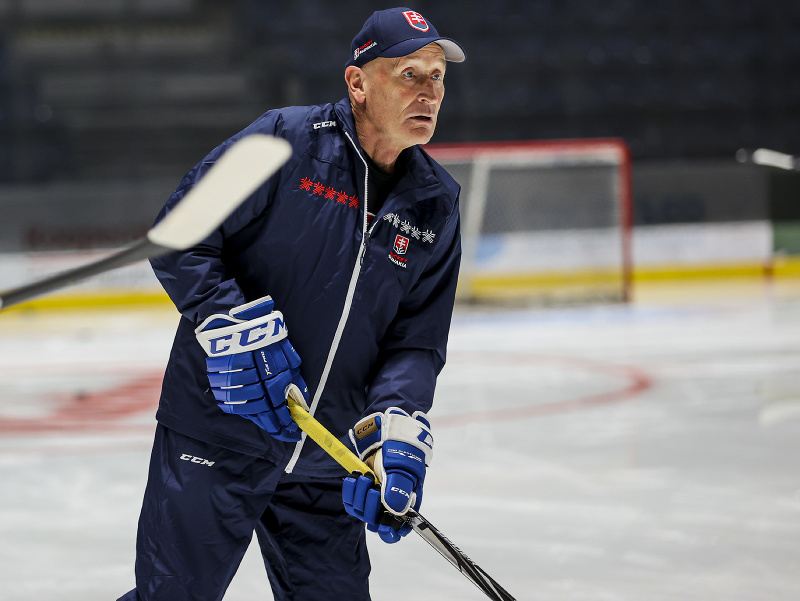 Na snímke tréner Craig Ramsay počas prvého tréningu slovenskej hokejovej reprezentácie pred olympijskou kvalifikáciou