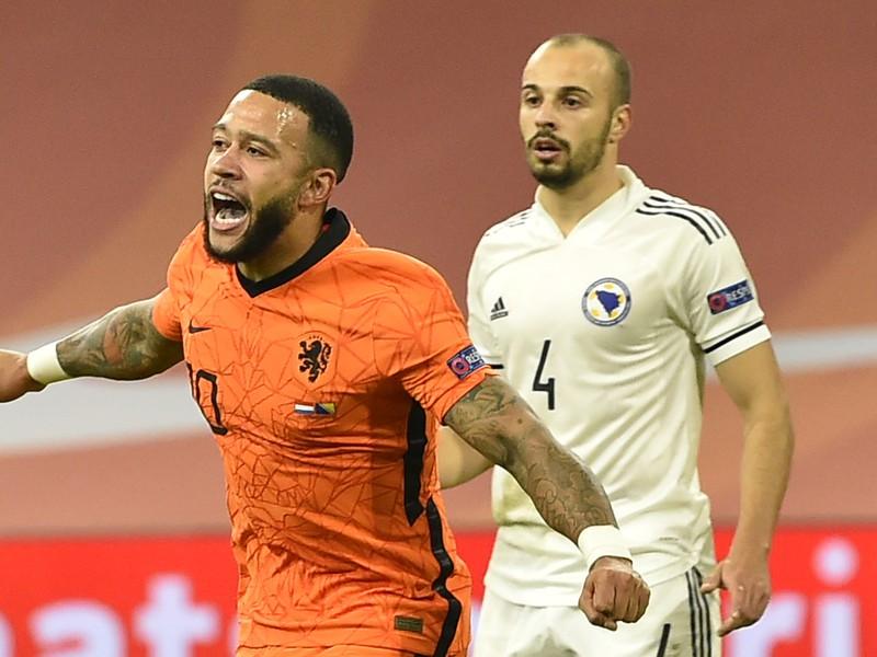 Memphis Depay oslavuje gól Holandska