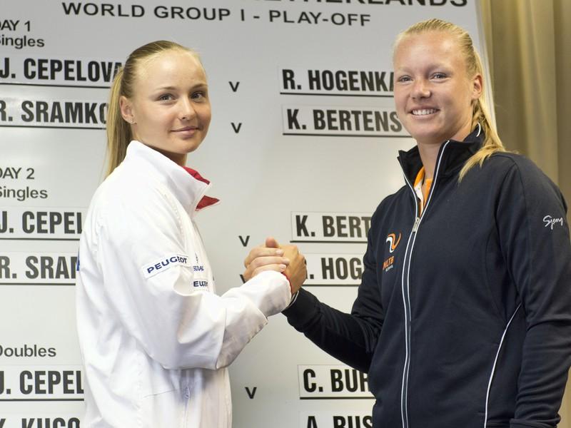 Rebecca Šramková a Kiki Bertensová