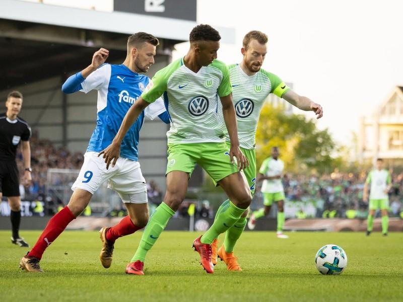 Holstein Kiel si Bundesligu v baráži nevybojoval