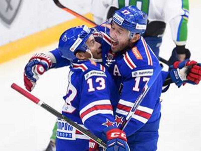 Pavel Dacjuk a Iľja Kovalčuk sa tešia z gólu