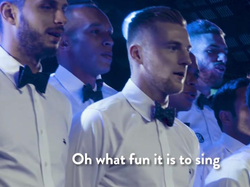 Milan Škriniar so spoluhráčmi naspievali vianočnú pesničku