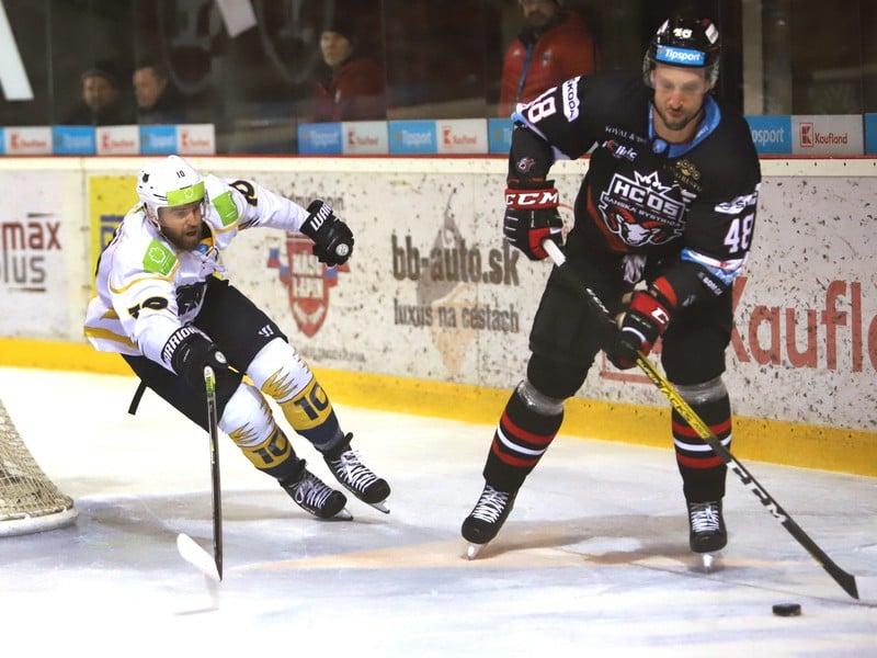 Na snímke zľava Tomáš Klempa (Újbuda) a Ivan Ďatelinka (Banská Bystrica)