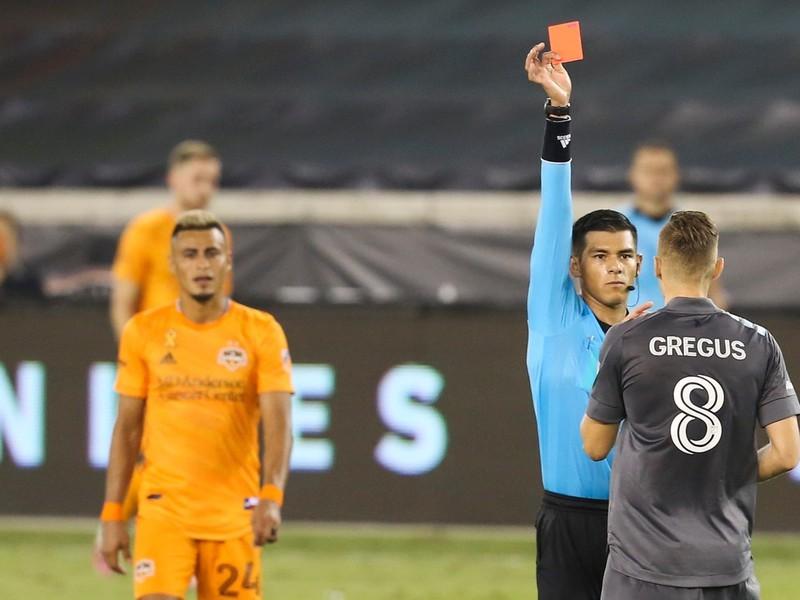 Ján Greguš dostal červenú kartu