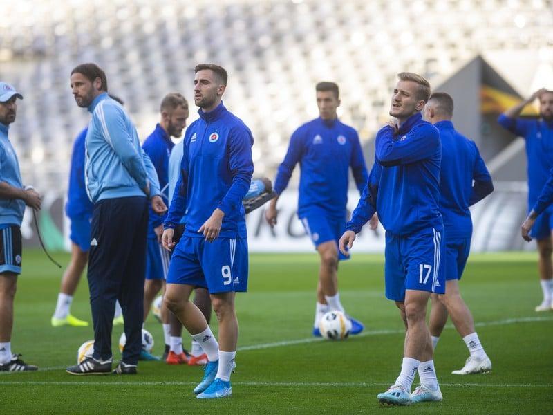 Tréner ŠK Slovan Bratislava Ján Kozák počas tréningu belasých
