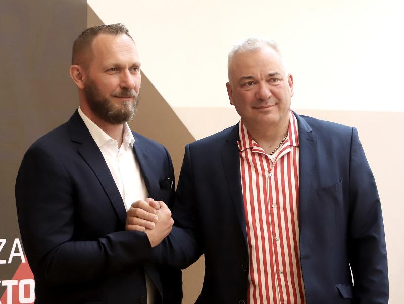Na snímke Juraj Koval a nový vlastník klubu Tomáš Boľoš