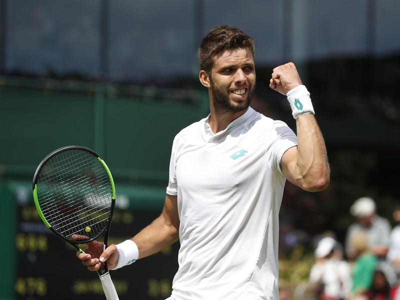 Český tenista Jiří Veselý oslavuje po jeho výhre nad Uruguajcom Pablom Cuevasom