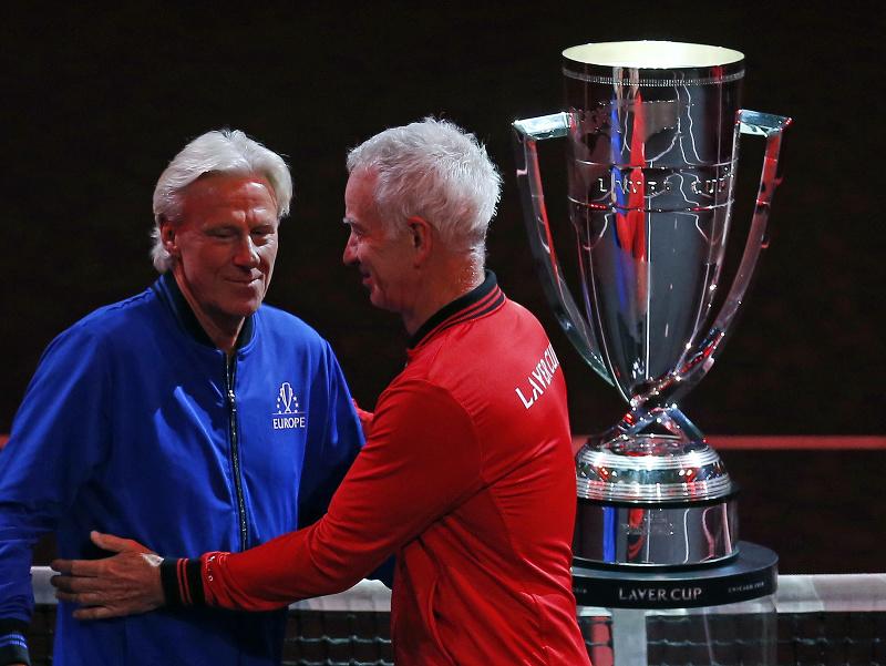 Kapitán výberu Európy Björn Borg (vľavo) a kapitán výberu sveta John McEnroe počas Laver Cupu