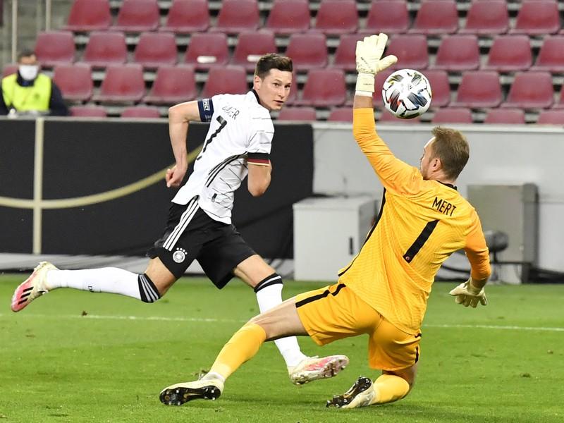 Julian Draxler strieľa gól