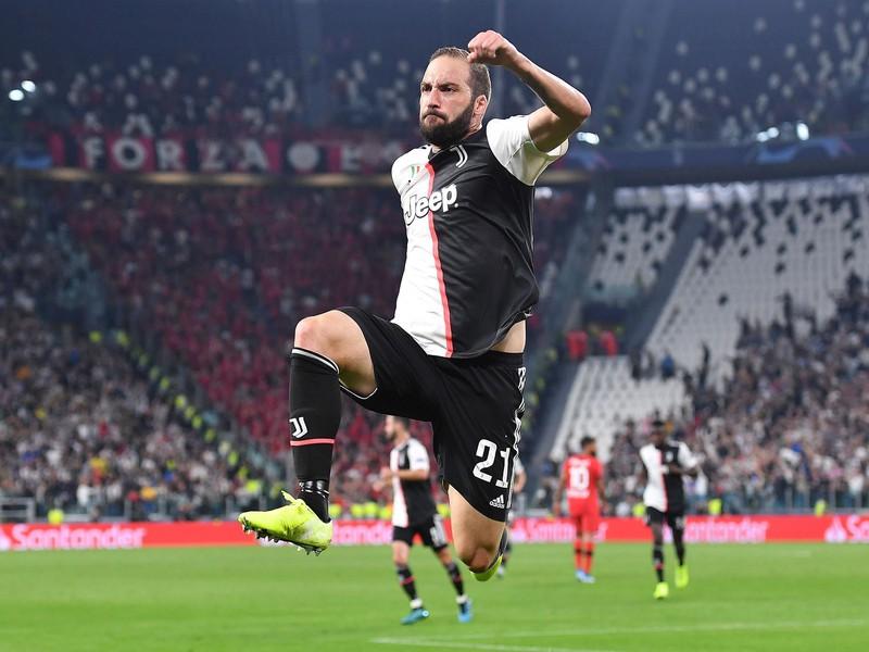 Gonzalo Higuaín oslavuje gól Juventusu